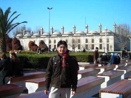 Berhampiran MasjidBiru.